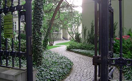 Ogród przy Pałacu Sobańskich